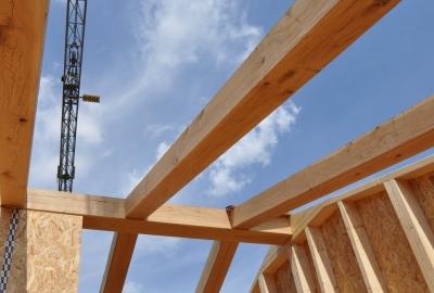 レ形ブレースの耐震天井 -天井裏に置く設備との干渉を避ける-